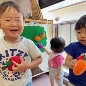 手作り玩具で遊び子供達